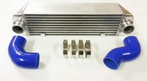 Front Ladeluftkühler Kit für BMW 335i E90 E91 E92 E93 135i - E81 E82 E87 E88 Netzmaße 530x130x160mm Alu